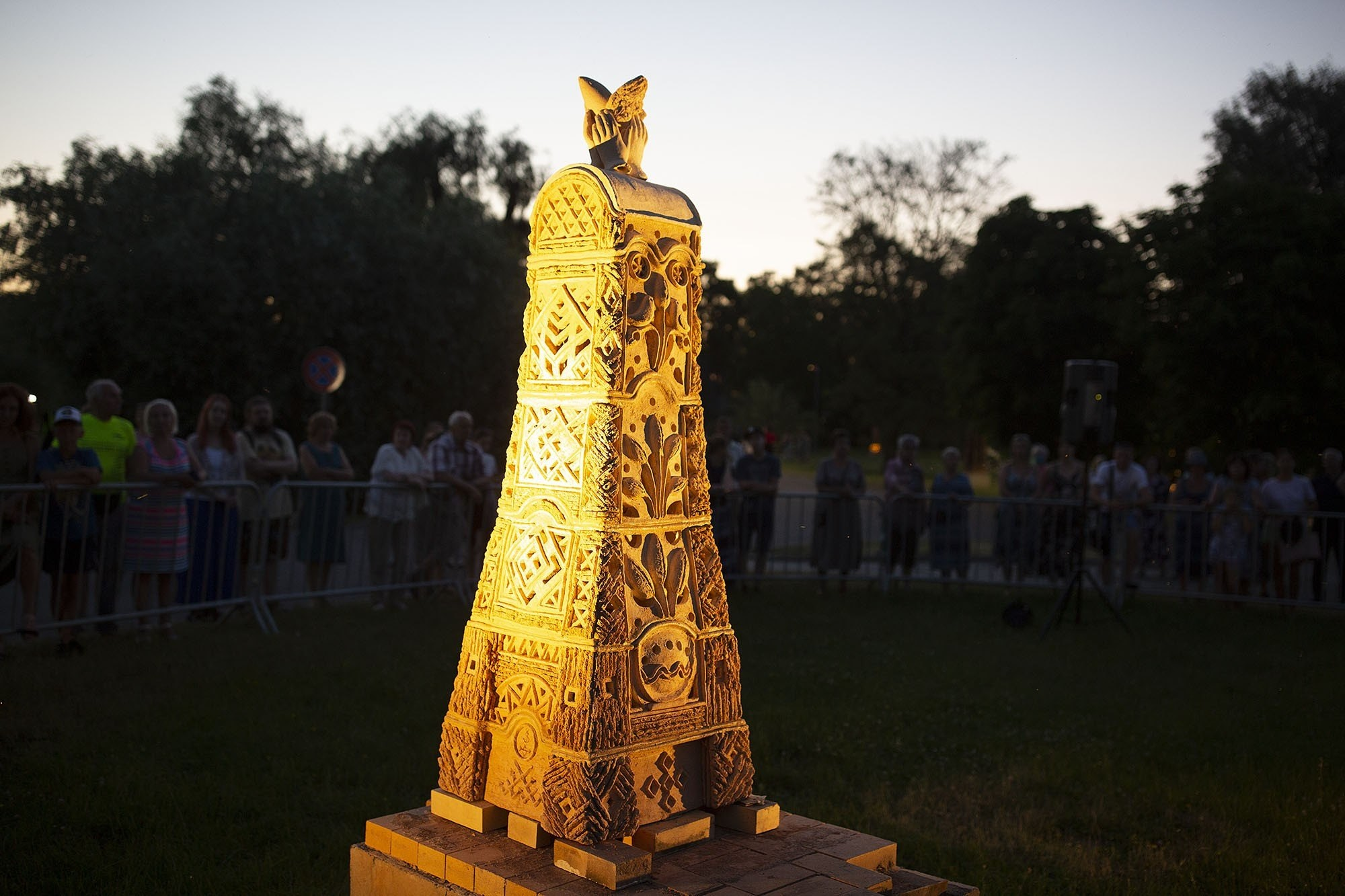 Chamotte sculptures are glowing for the ninth time in Jelgava